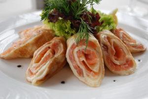 Блины с начинкой из лосося и сыра