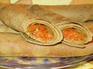 Блины с начинкой из моркови и урюка
