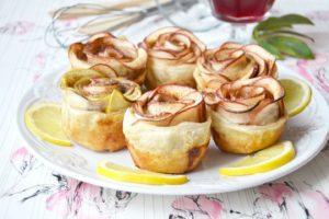 Быстрый рецепт булочек с яблоком и корицей