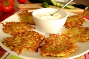 Картофельные драники - подготовка продуктов
