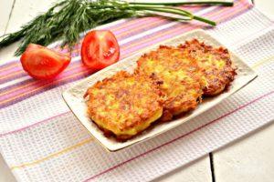 Картофельные оладьи с сыром и чесноком