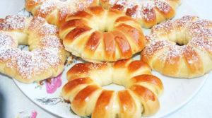 Простые булочки с вареной сгущенкой