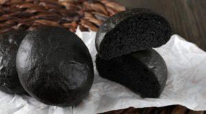 Черные булочки для бургеров с содой (на кефире)