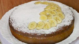 Банановый пирог в мультиварке с манкой
