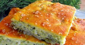 Быстрый пирог с луком, яйцом и творогом