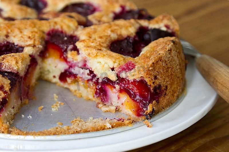 В пирогах разных кухонь можно найти почти всё, что угодно - от ягод и рыбы до листьев и лягушек.