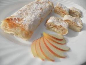 Лаваш с творогом и яблоками на сковороде