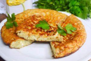 Ленивые хачапури в духовке из слоёного теста (с брынзой и сулугуни)