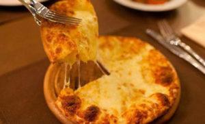 Ленивые хачапури из тонкого лаваша на сковороде (с твёрдым сыром и брынзой)