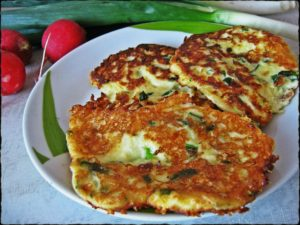 Ленивые хачапури с сыром и кефиром на сковороде
