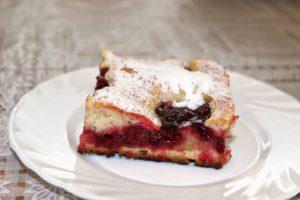 Простой пирог с вишней – общие принципы приготовления
