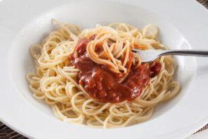 Соусы для спагетти - подготовка продуктов
