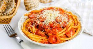 Спагетти с сосисками в томатном соусе
