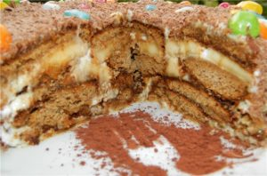 Торт из пряников с кремом из сгущенки