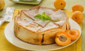 Шарлотка с абрикосами: рецепт на сметане