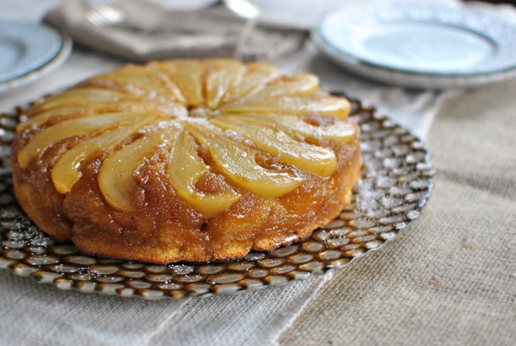 Яблочный пирог пользуется большой популярностью среди кулинаров различных стран.